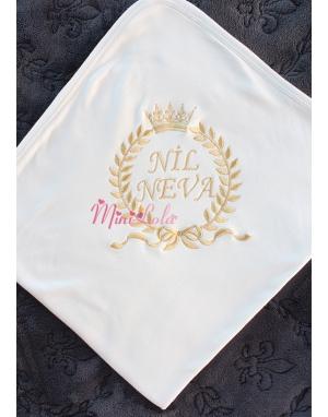 Dore renk fiyonklu taç isim işlemeli krem battaniye