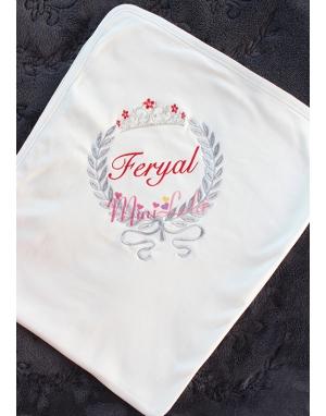 Kırmızı gri renk gümüş prenses taç detaylı isimli krem battaniye