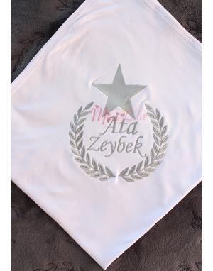 Gri renk yıldız isim işlemeli beyaz battaniye