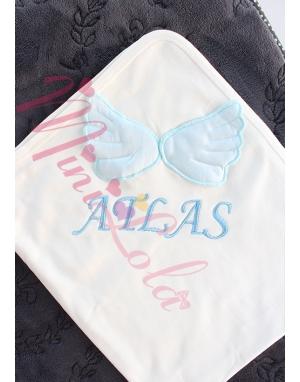 Krem renkli mavi kabarık kanat isim işlemeli battaniye