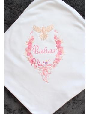 Pembe pudra gül desenli kuş detaylı nakış işlemeli beyaz battaniye