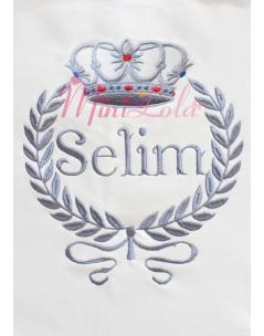 Gri renkli taşlı taç desenli isim işlemeli krem battaniye