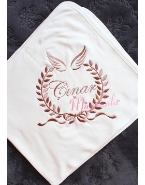 Kahverenk kanat isim işlemeli krem battaniye