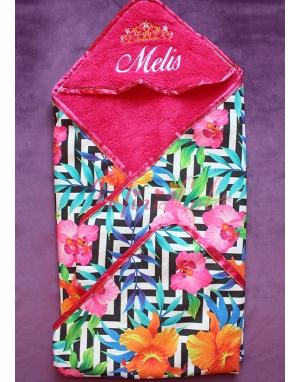 Fuşya renkli çiçek desenli taç isim işlemeli kundak battaniye