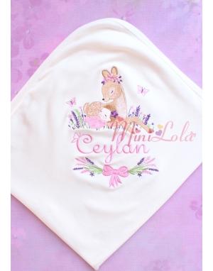 Pembe mor lavanta çiçekli ceylan bebek işlemeli isimli battaniye