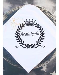 Siyah renk fiyonk taç isim işlemeli beyaz isimli battaniye