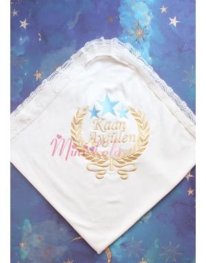 Dore mavi renk yıldız sarmaşık isim işlemeli krem dantelli battaniye