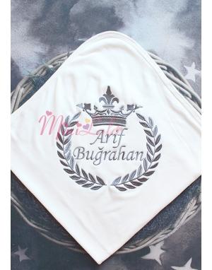Koyu gri renk taç isim işlemeli krem battaniye