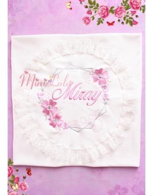Gülkurusu gümüş renk işlemeli çiçek desen dantel isimli battaniye