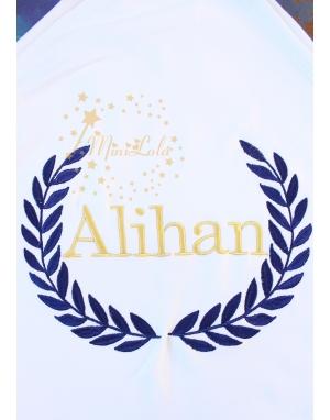 Koyu lacivert renk sarmaşık dore isim işlemeli beyaz battaniye