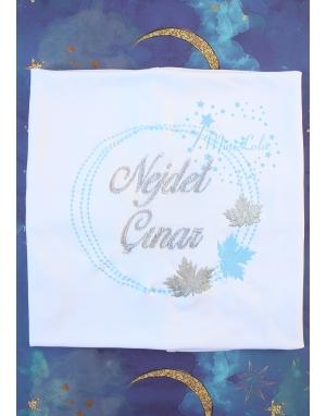 Gümüş mavi çınar yaprak desenli isim işlemeli beyaz battaniye