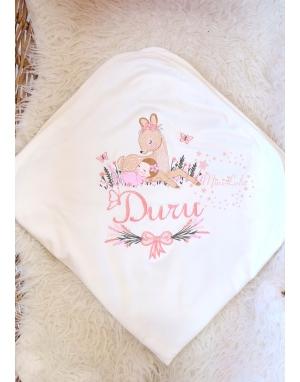 Somon pembe lavanta çiçekli ceylan bebek işlemeli isimli battaniye