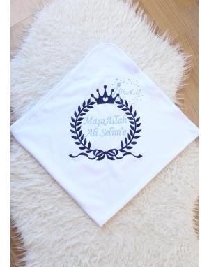 Koyu lacivert mavi renk kalp taç isimli beyaz battaniye