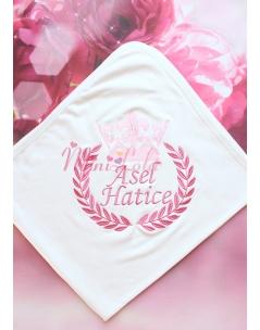 Gülkurusu somon renk taç isim işlemeli krem battaniye
