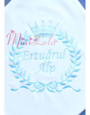 Buz mavi renk taç isim işlemeli beyaz battaniye