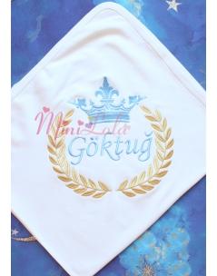 Dore mavi renk taç isim işlemeli fiyonk süslü krem battaniye