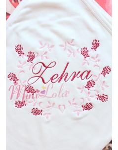 Pudra kırmızı renkli sarmaşık çiçek desenli krem battaniye