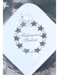 Açık koyu gri renkli yıldız desenli isim nakışlı battaniye