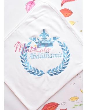 Koyu mavi renk taç isim işlemeli kişiye özel krem battaniye