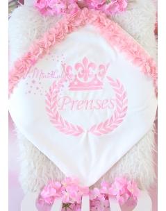 Pudra pembe renk taç isim işlemeli çiçekli krem battaniye