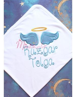 Beyaz renkli koyu mavi melek kanat işlemeli gold isim detaylı battaniye