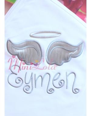 Beyaz renkli gri gümüş melek kanat işlemeli isimli battaniye