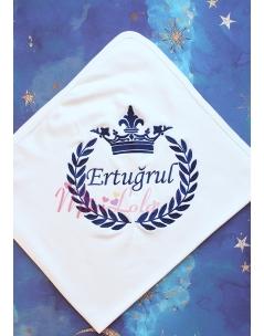 Koyu lacivert renk taç isim işlemeli krem battaniye