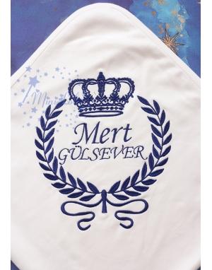Koyu lacivert renk taç desenli isim işlemeli battaniye