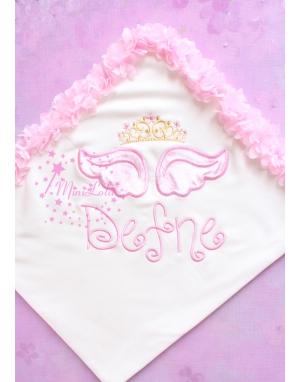 Pembe melek kanat işlemeli gold prenses taçlı çiçek detaylı isimli battaniye