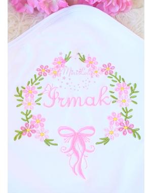 Pembe karma renk çiçekli isim nakışlı battaniye