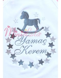 Gri tonları sallanan at yıldız desenli isimli battaniye