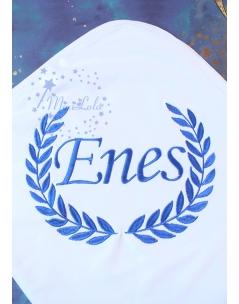 Saks mavi renk sarmaşık isim işlemeli beyaz battaniye