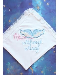 Krem kadife kanatlı mavi melek kanat işlemeli dantelli isimli battaniye