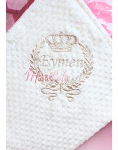 Vizon renk taç sarmaşık desenli isim işlemeli nohut battaniye
