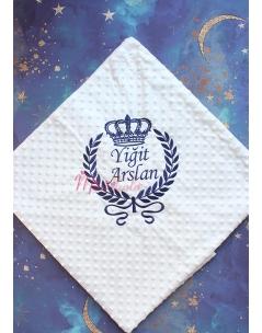 Koyu lacivert renk taç desenli isim işlemeli nohut battaniye