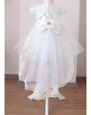 Beyaz renk çiçek dantel detaylı kuyruklu tül etekli zarif elbise