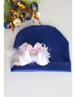 Saks mavi kumaşlı beyaz fiyonk tüylü gümüş taşlı şirin bere