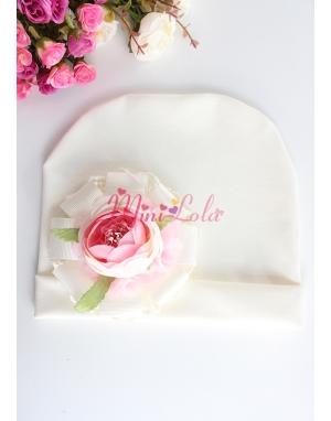 Krem pembe şakayık güllü dantel çiçek süslemeli bere