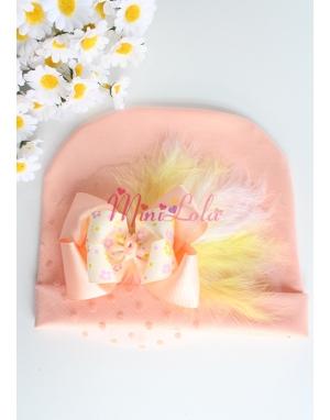 Açık somon renkli çiçek fiyonklu sarı beyaz tüy süslemeli bere