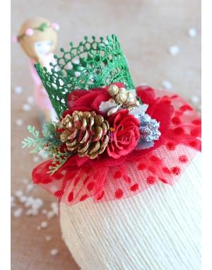 Koyu yeşil dantelli kırmızı tül detaylı kozalak çiçekli prenses saç bandı