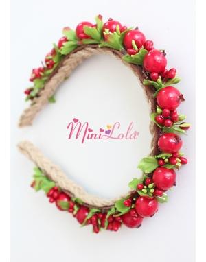 Kırmızı yeşil tomurcuklu minik tohum çiçekli hasırlı taç