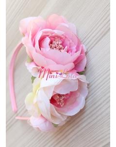 Krem pembe renk geniş şakayık çiçekli tomurcuk süslemeli sıralı taç