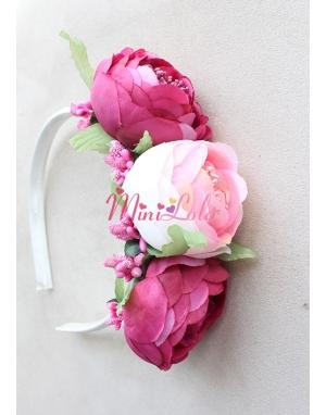 Krem koyu pembe renkli şakayık çiçekli taç