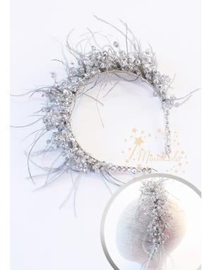 Gri gümüş renk kristal taşlı tüy süslemeli zarif taç saç aksesuarı