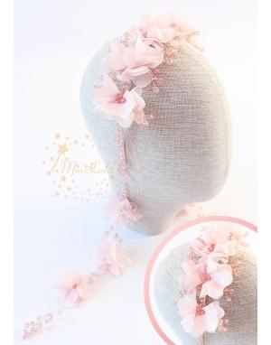 Pudra pembe renk kristal taşlı şifon çiçek süslemeli küpeli taç saç aksesuarı