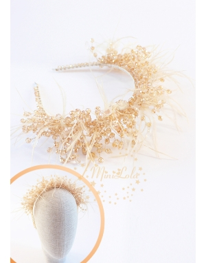 Dore renk kristal taşlı tüy süslemeli zarif taç saç aksesuarı