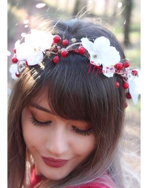 Kırmızı beyaz renk çiçekli doğal görünümlü bağlamalı taç