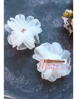 Beyaz şifon çiçek güllü tomurcuklu klips toka