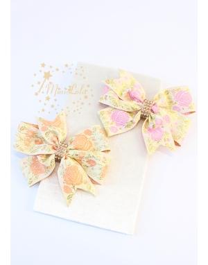 Somon pembe renk çiçek işlemeli simli fiyonklu toka seti